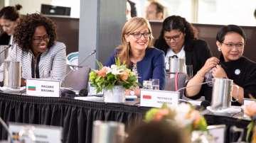 Министър Захариева: България е на първо място в ЕС по дял на жените в ИТ сектора