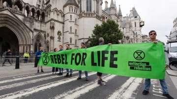 Екоактивисти блокираха движението в пет британски града