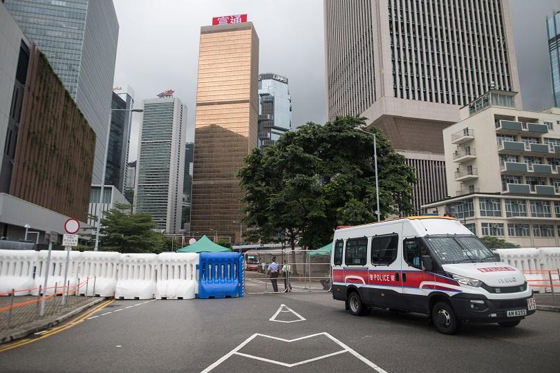 В навечерието на масовите протести в Хонконг полицията иззе най-голямата