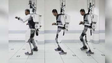 Парализиран мъж проходи с помощта на екзоскелет