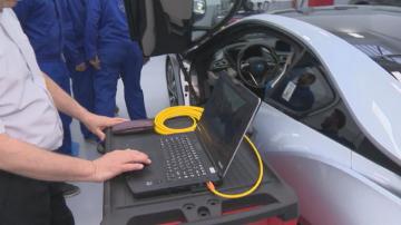 Учебен център за диагностика на електрически автомобили отваря врати