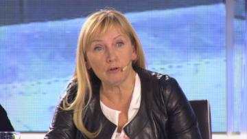 Продължава персоналната битка между Елена Йончева и Делян Добрев