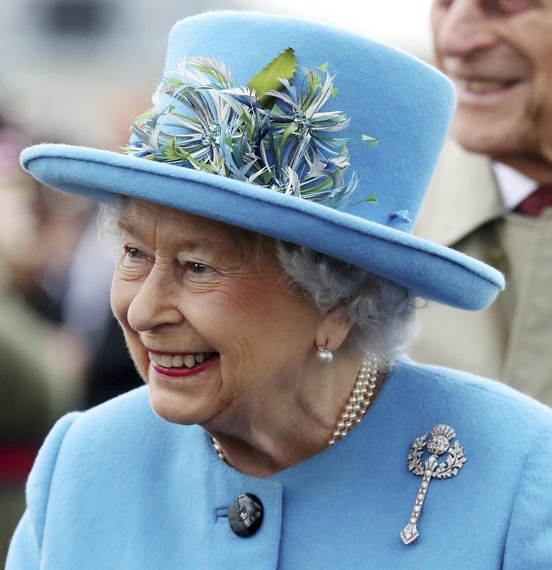 мъж купи разпродажба гардероб принадлежал кралското семейство