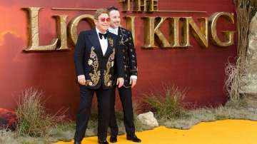 """Над 10 млн. долара може да спечели Елтън Джон от музиката на """"Цар Лъв"""""""