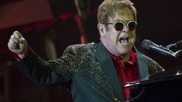 Елтън Джон отмени два концерта в Лас Вегас заради сватбата на принц Хари