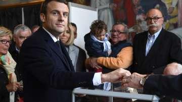 Еманюел Макрон гласува в изборите за президент на Франция