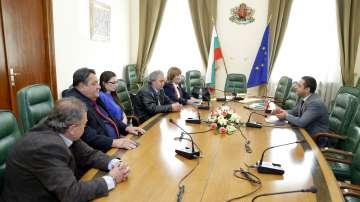 Представители на Емко се срещат с икономическия министър Емил Караниколов