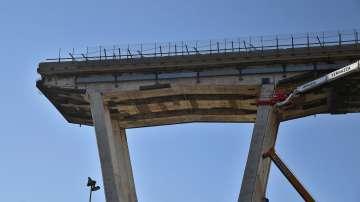 Започна демонтажът на моста в Генуа, където загинаха 43-ма души