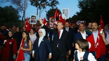 Ердоган: Западът да избира между терористите и турския народ