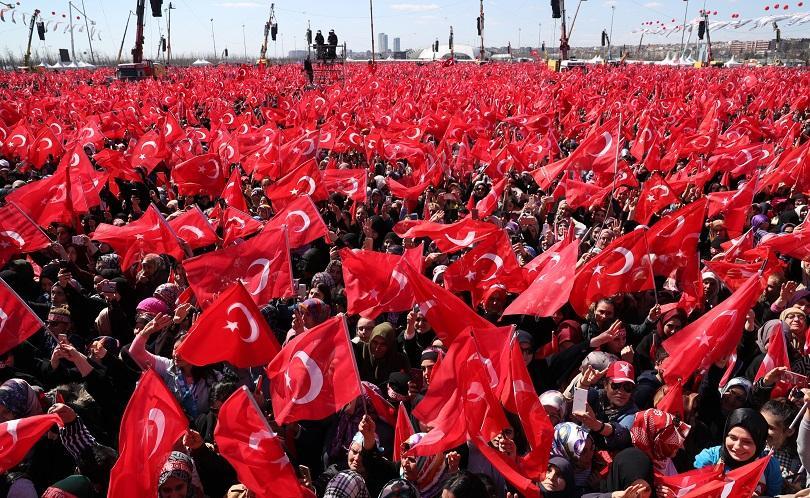 """Близо 1,6 милиона души се събраха на истанбулския площад """"Йеникапъ"""","""