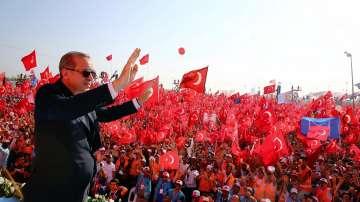 На големия митинг в Истанбул Ердоган обяви, че ще одобри смъртното наказание