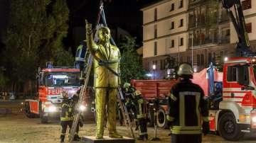 Демонтираха 4-метрова златна статуя на турския президент Ердоган в Германия