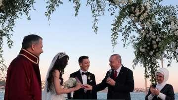 Ердоган кумува на сватбата на футболиста Месут Йозил