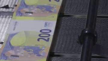 Нови банктноти от 100 и 200 евро влизат в обръщение