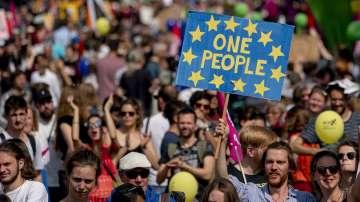 Многохилядни шествия в 50 европейски града против възхода на националистите