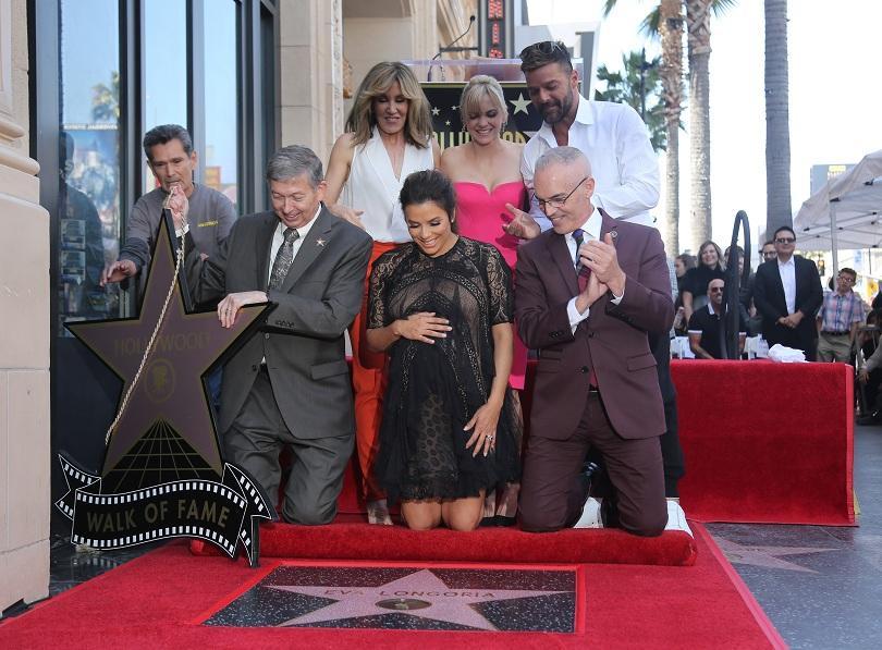 снимка 1 Ева Лонгория със звезда на Алеята на славата в Холивуд