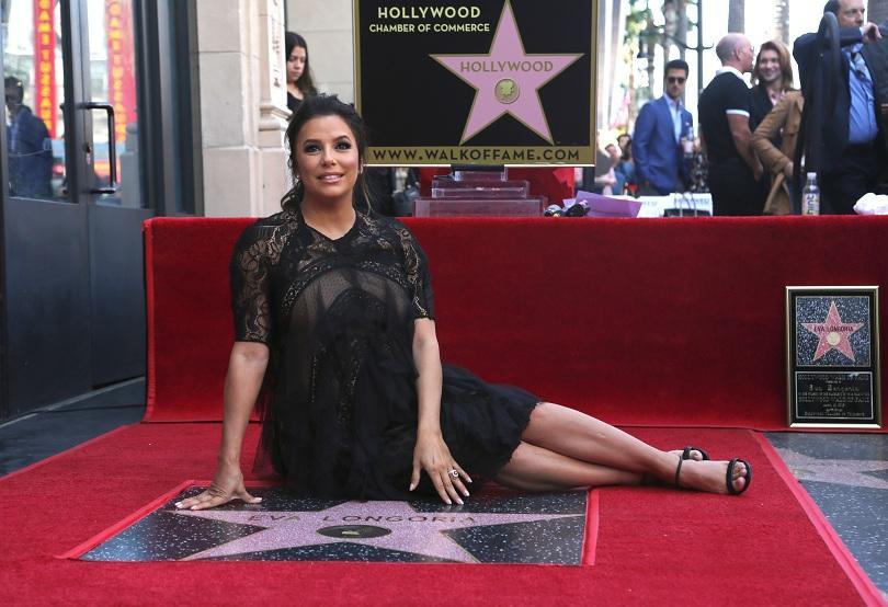 Актрисата Ева Лонгория със звезда на Алеята на славата в