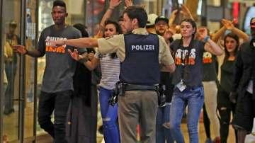 Пострадалата българка в Мюнхен паднала на ръката си, докато евакуирали хората
