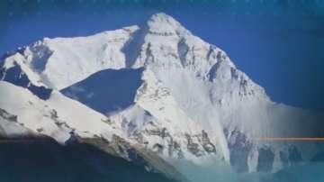 Китайският базов лагер към Еверест е затворен