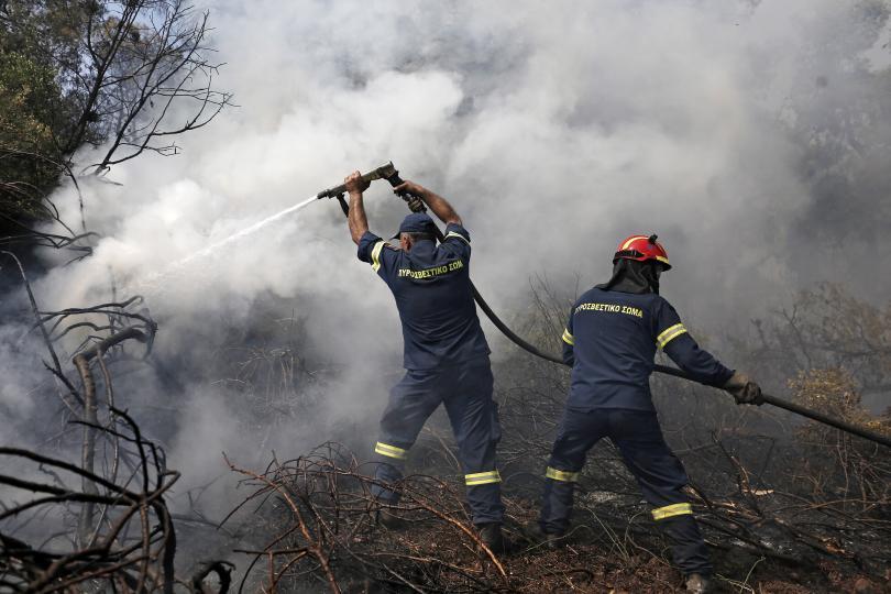 снимка 2 Продължават пожарите на остров Евбея