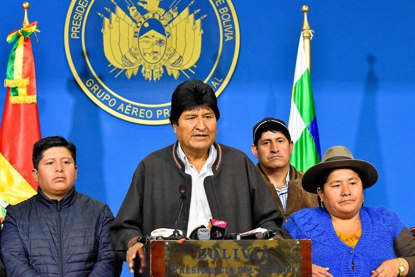 Боливийският президент в оставка Ево Моралес отпътува за Мексико. Страната