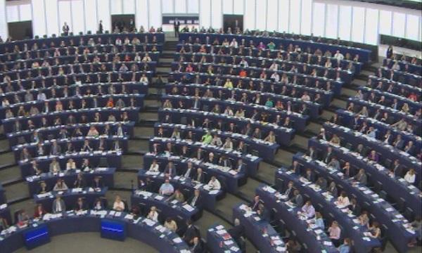 Разделение и напрежение в Европарламента по различни теми. Двама премиери