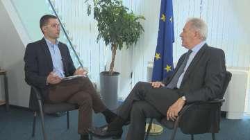 Еврокомисарят по миграция в специално интервю пред БНТ
