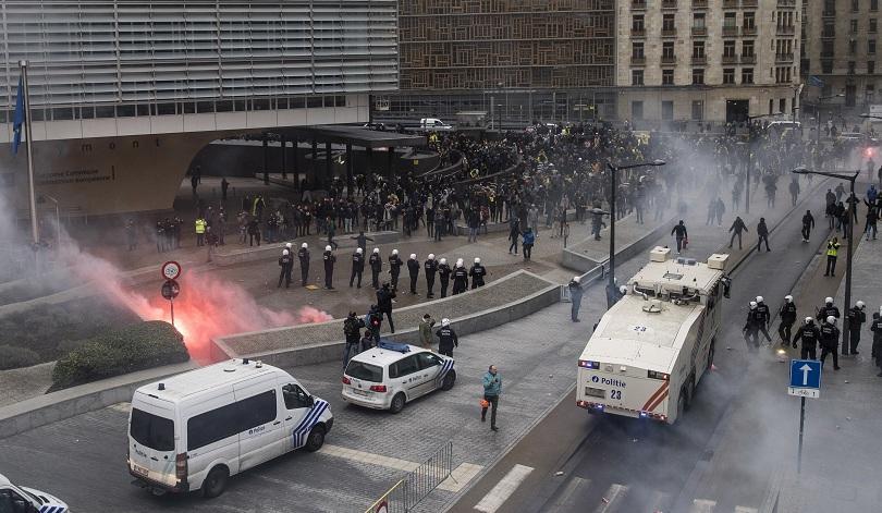 Белгийски крайнодесни активисти влязоха в сблъсъци с полицията в Брюксел.
