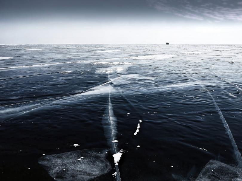 Езерото Байкал замръзна и се превърна в желана дестинация за