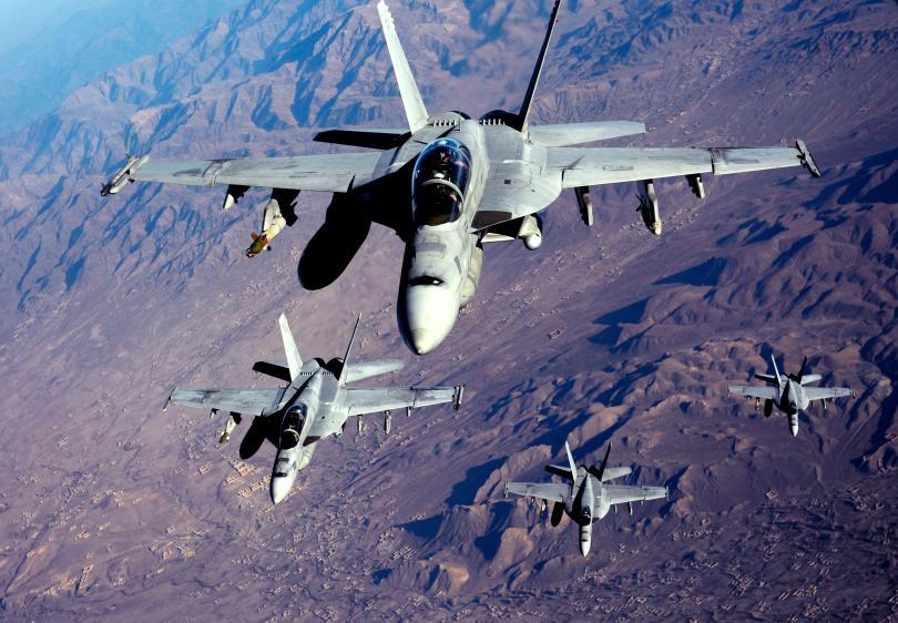 """F/A-18 """"Хорнет"""" от състава на ВВС на САЩ"""