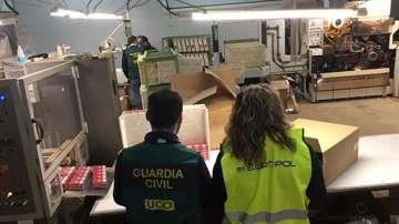 Разбиха незаконна фабрика за производство на цигари
