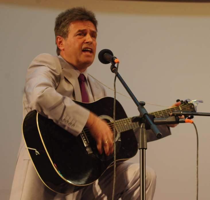 Директор с китара ще съветва Кунева
