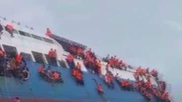 29 души са загинали, след като ферибот потъна в Индонезия