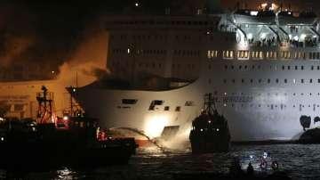 Пожар пламна на гръцки ферибот, няма данни за жертви и пострадали (СНИМКИ)