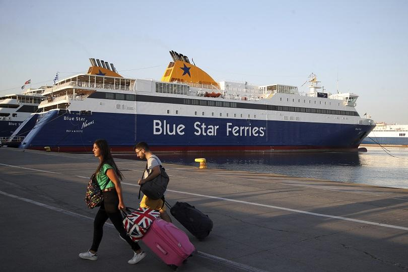 Стотици туристи, сред които и българи, са блокирани на пристанищата