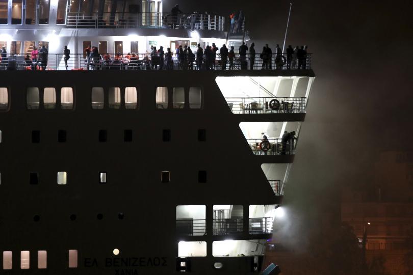 снимка 1 Пожар пламна на гръцки ферибот, няма данни за жертви и пострадали (СНИМКИ)