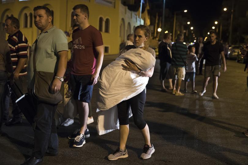 снимка 3 Пожар пламна на гръцки ферибот, няма данни за жертви и пострадали (СНИМКИ)
