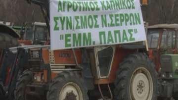 Гръцки фермери блокираха с трактори пътя Серес - Солун