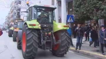 Гръцките фермери се оттеглят от блокадите