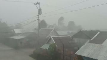 Евакуация във Филипините заради тайфуна Камури