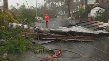 Трима загинаха след тайфуна на Филипините