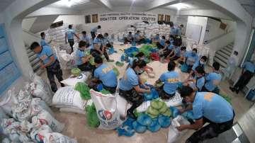 Тайфунът Камури достигна Филипините