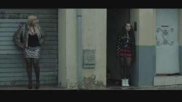 Филмът С лице надолу със сюжет за трафика на жени