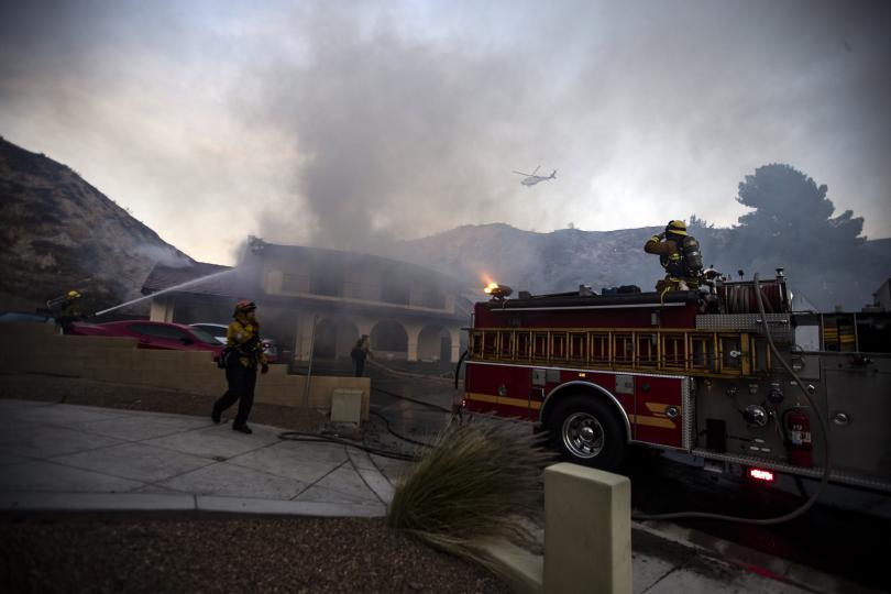 снимка 3 Евакуират близо 50 000 души заради пожарите в Калифорния