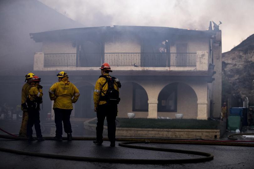 снимка 4 Евакуират близо 50 000 души заради пожарите в Калифорния