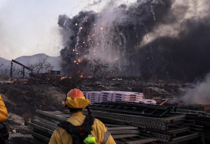 снимка 5 Евакуират близо 50 000 души заради пожарите в Калифорния