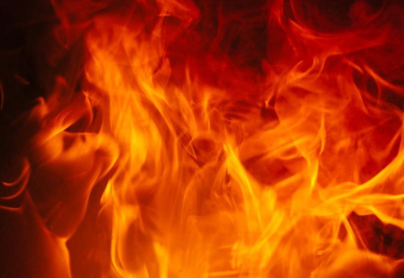 горски пожар анталия разраства силния вятър заплашва местни къщи