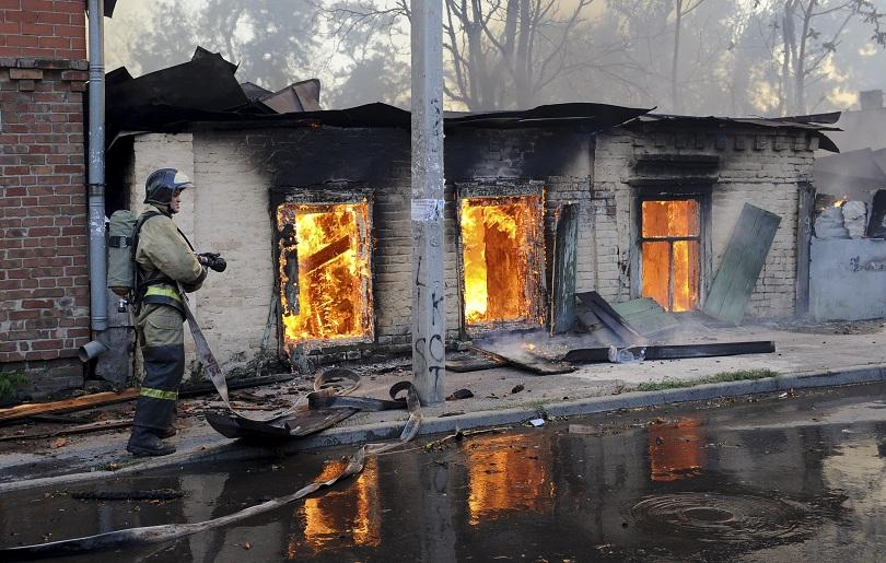 снимка 3 Пожар в Ростов на Дон обхвана 10 000 кв. м., обявена е извънредна ситуация