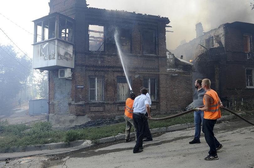 снимка 2 Пожар в Ростов на Дон обхвана 10 000 кв. м., обявена е извънредна ситуация