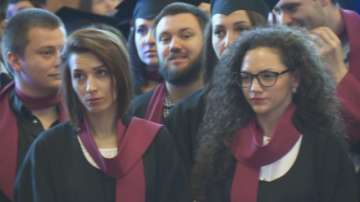 Връчиха дипломите на новите журналисти